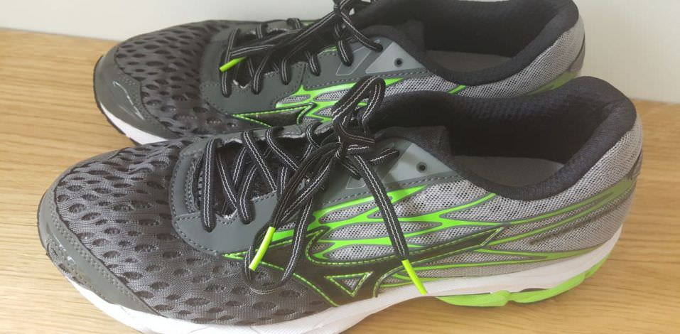 Mizuno Wave Catalyst 2 - pair from side