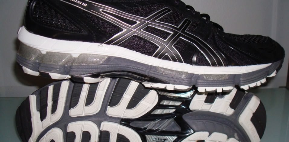 Asics Gel Kayano 18 - Pair View - Lateral Side and Outsole