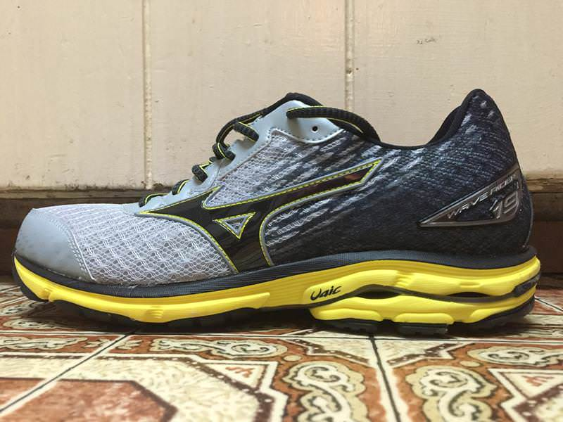 Mizuno Wave Rider 19 - Medial Side