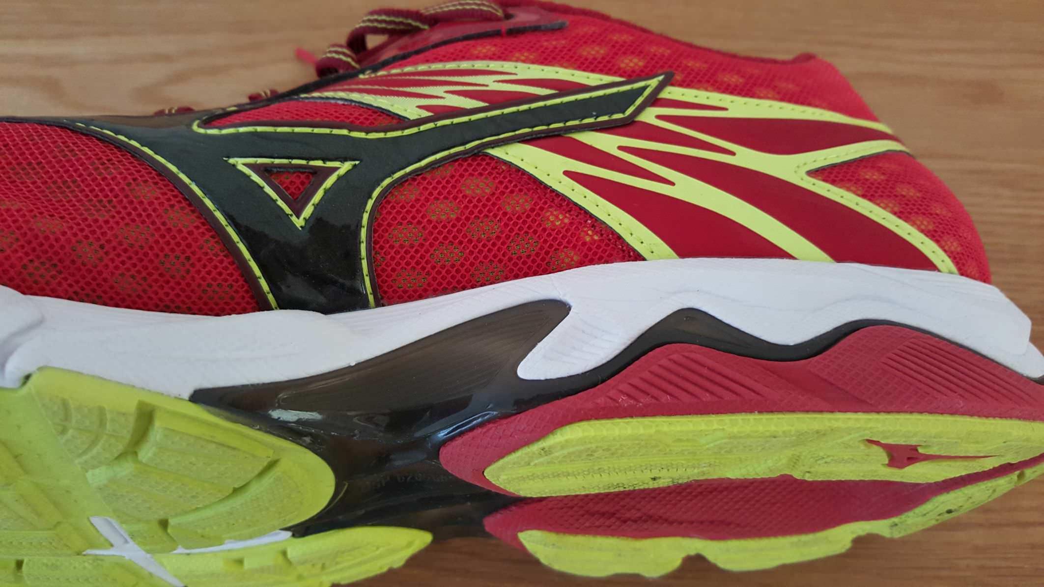 Mizuno Ola De Los Hombres Inspirar 10 Zapatillas De Deporte De Ancho Opinión HXKoyB