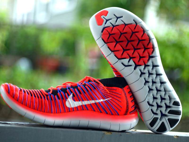 nike free rn flyknit with or without socks
