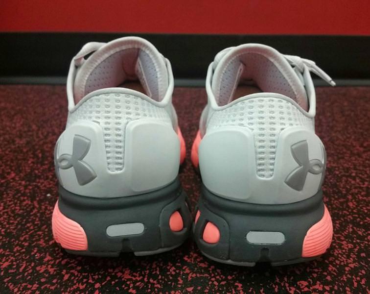 Sous Les Chaussures De Course Armure Des Femmes Des Commentaires sgINR