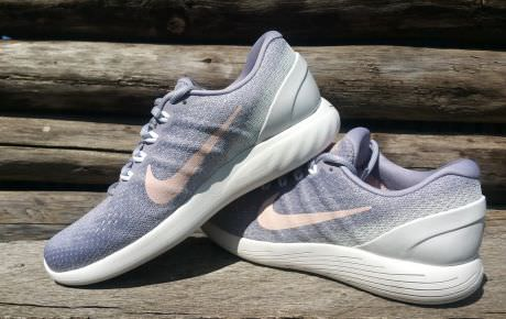 The Nike LunarGlide 9 is aimed for those runners looking for a lightweight  shoe that offers a reliable combination of stability and cushioning to  assist ...