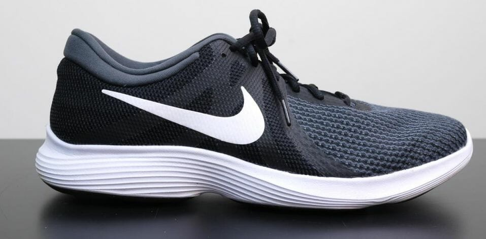 Nike Revolution 4 - Lateral Side