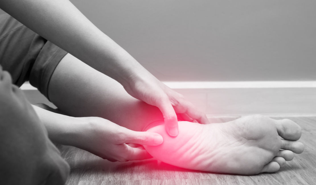 Plantar Fasciitis – Symptoms, Causes and Treatment (by a Medical Doctor)