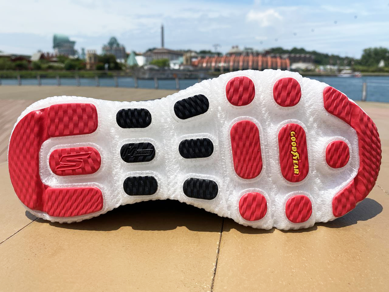 Skechers GOrun MaxRoad 4+ Hyper - Sole