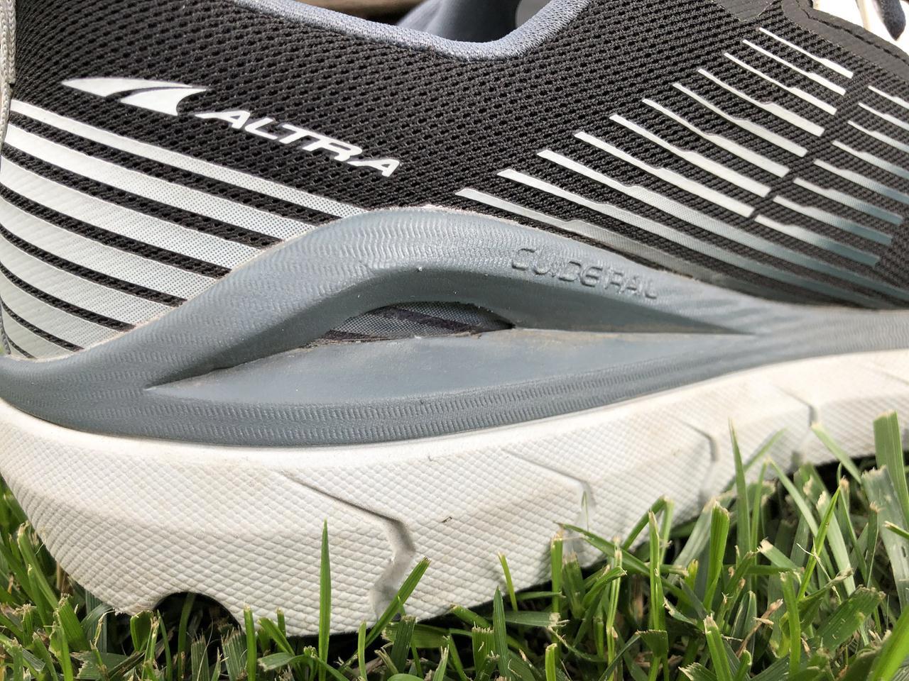 Mizuno Wave Horizon 5 - Closeup Heel